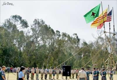 Hướng Đạo Việt Nam chào cờ